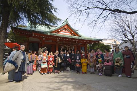 神楽坂お練赤城神社にて
